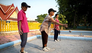 泰国老人的晚年归宿:享受低价养老院
