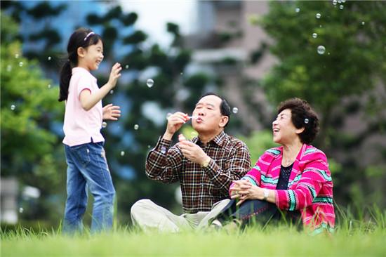 近八成上海老人一年内曾外出旅游