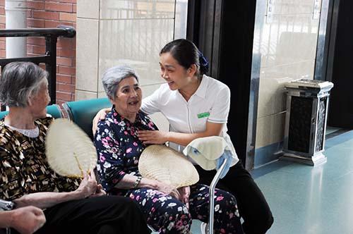 """湖南省南县福利院养老中心公寓部护理组组长刘莉:""""养老服务是一项讲究奉献、付出爱心的事业"""""""
