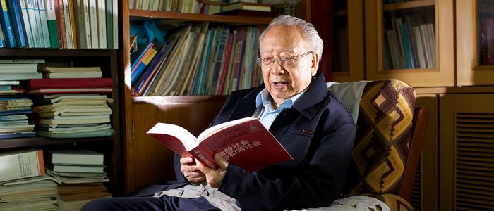 邬沧萍:解决养老难题需要全社会共同发力