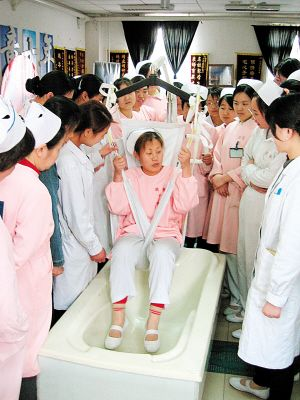 天津鹤童养老护理员刘肆平获南开区民政系统优秀党员称号