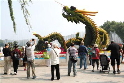 2000万盆鲜花扮靓首都 36组立体花坛亮相名园